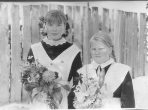 В десятый класс - с одной из любимых подруг - Таней Лукичевой